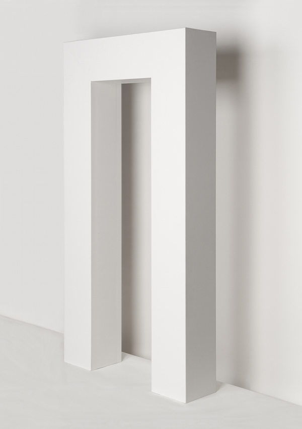 Robert Morris, Portal, 1964. Collection of the Museum of Contemporary Art Chicago, gift of Mrs. Robert B. Mayer. Photo: Nathan Keay, © MCA Chicago. © 2014 Robert Morris / Artists Rights Society (ARS), New York.