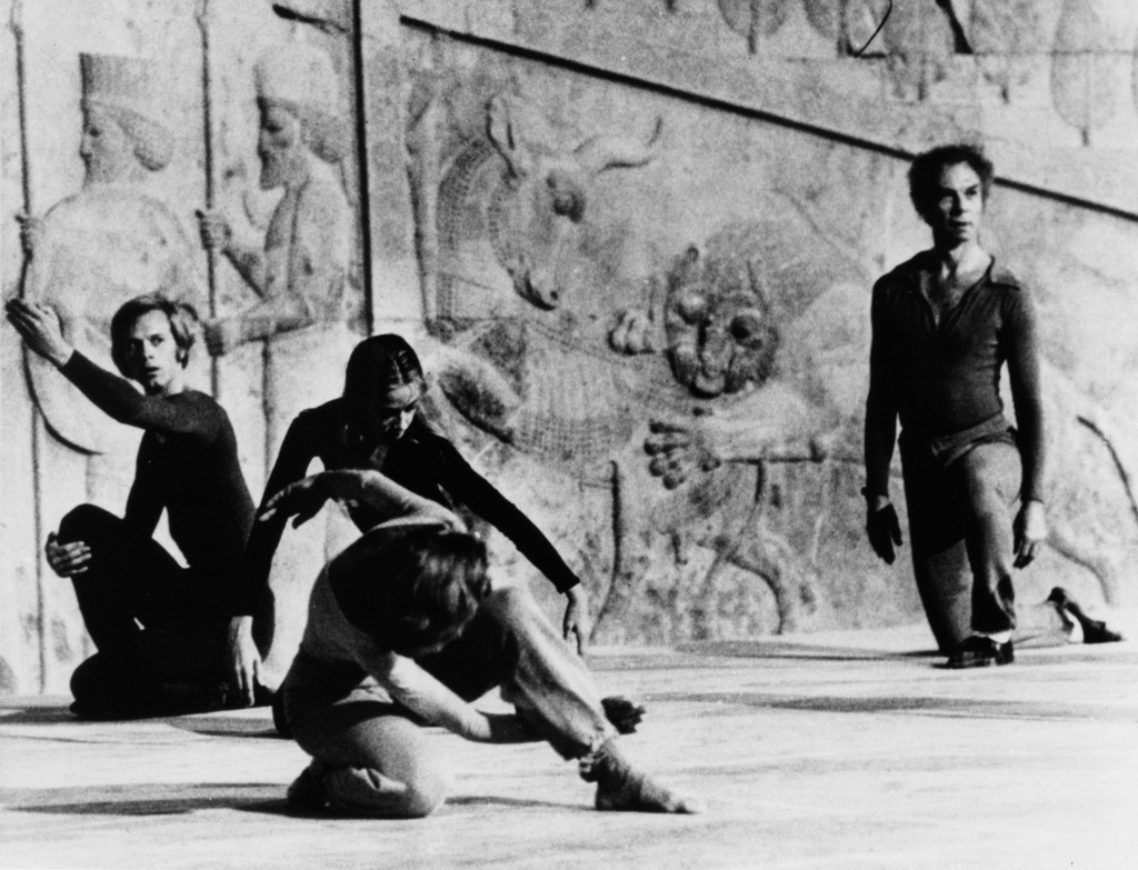Merce Cunningham and Dance Company performing at the Shiraz Festival of the Arts, Persepolis, Iran, 1972. Image courtesy of the Merce Cunningham Trust.