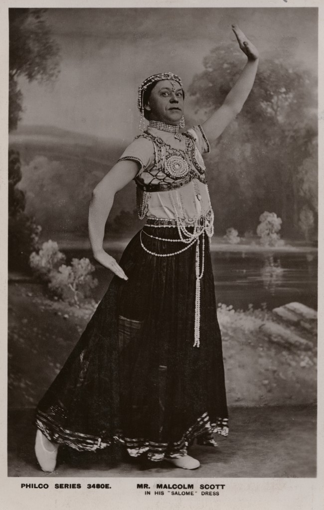 The Philco Publishing Co Malcolm Scott in his 'Salome' dress c.1905 bromide postcard print 140 x 89 mm National Portrait Gallery, London © National Portrait Gallery, London