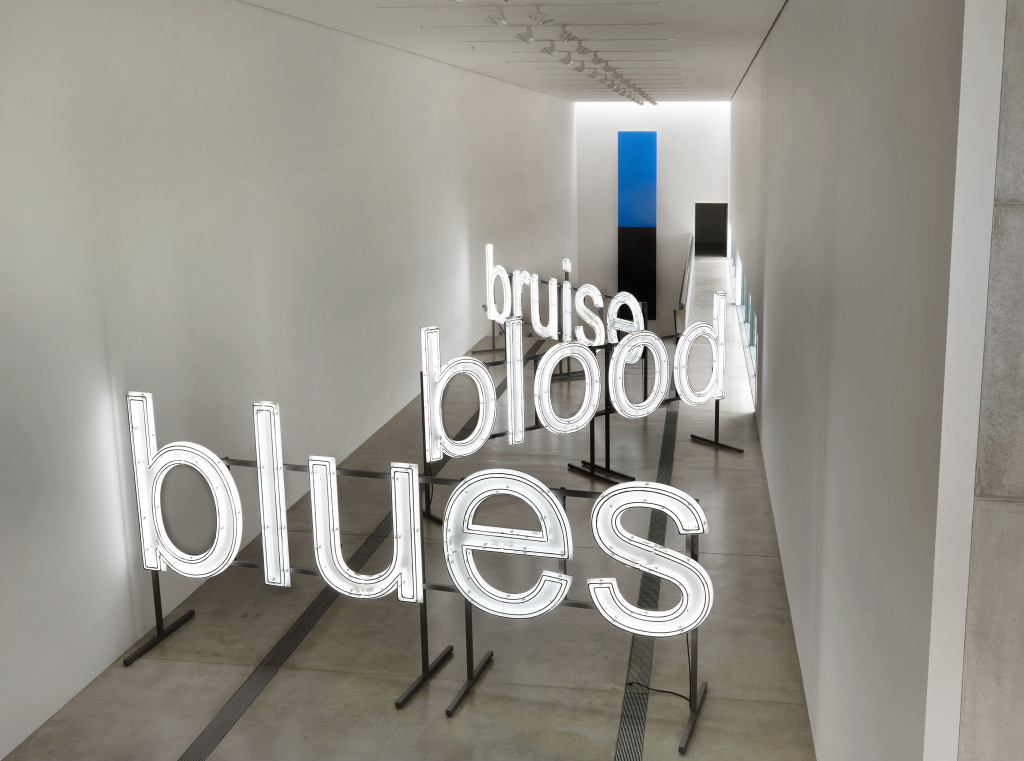 Glenn Ligon, A Small Band, 2015. Neon and paint, 74.75 x 797.5 inches. Courtesy of the artist; Thomas Dane Gallery, London; Luhring Augustine, New York; Regan Projects, Los Angeles © Glenn Ligon. Installation view of Blue Black, Pulitzer Arts Foundation, 2017. Photograph. © Alise O'Brien Photography.