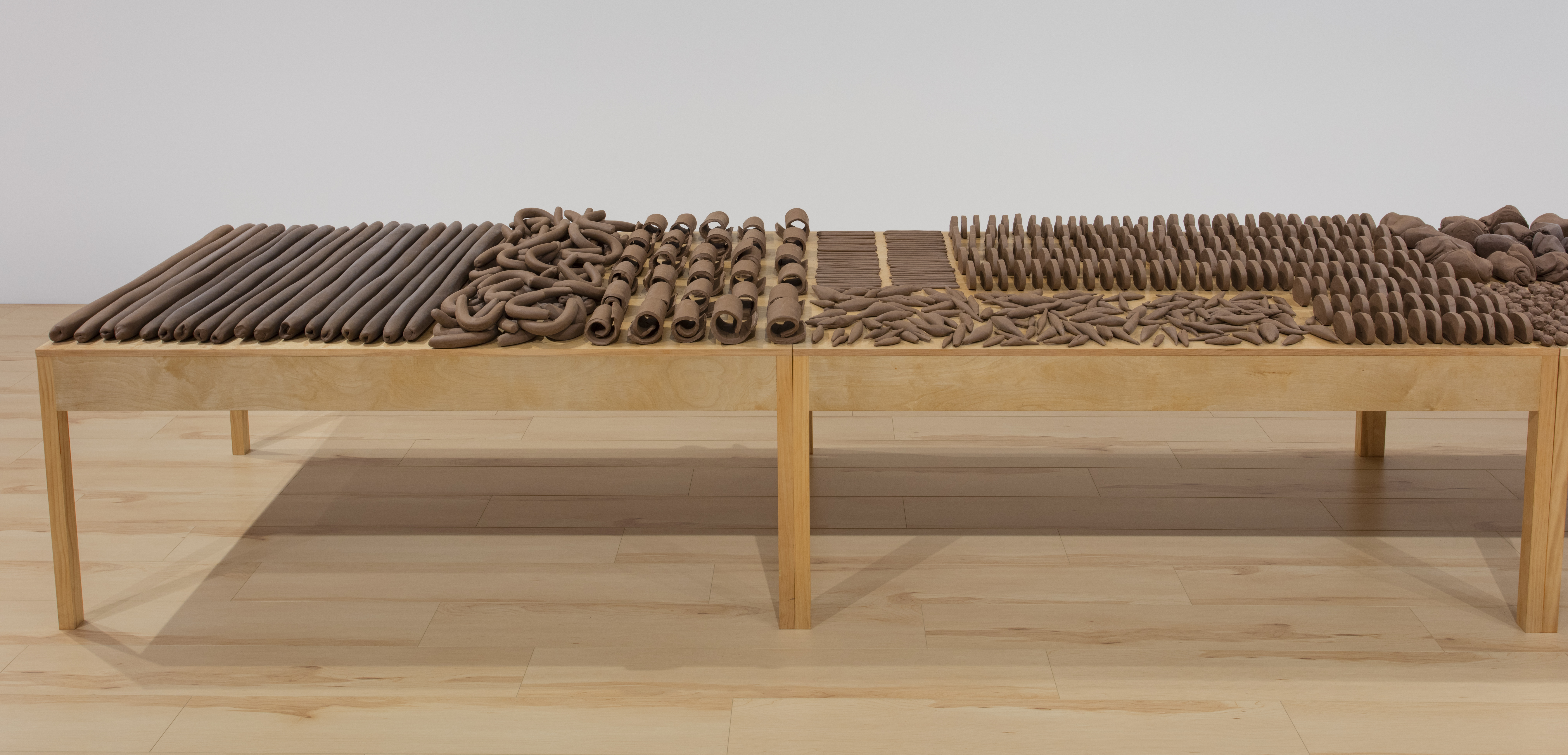 Anna Maria Maiolino, Estão na Mesa (They Are on the Table), from the Terras Modeladas (Modeled Earth) series, 2017, clay and wood table, courtesy of the artist.